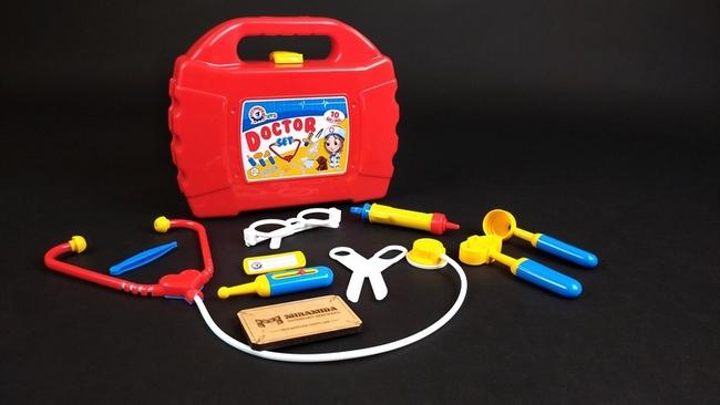 Игрушечный набор доктора в чемодане