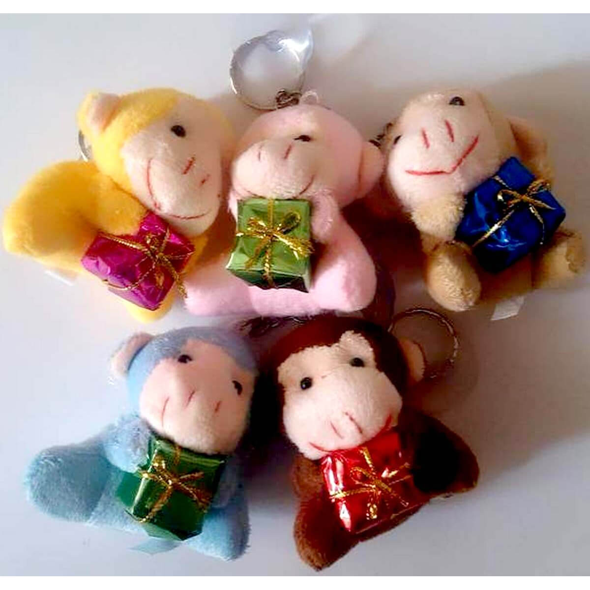 Набор мягких брелков Обезьянки с подарками 1253-564